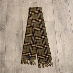 Burberry beautiful scarf